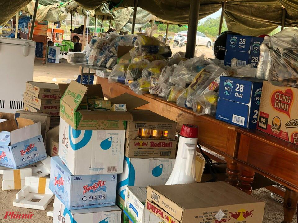 Để có các loại nhu yếu phẩm, kể cả xăng hỗ trợ cho bà con hồi hương, huyện đã nhận được sự tiếp sức từ các tổ chức và nhà hảo tâm.