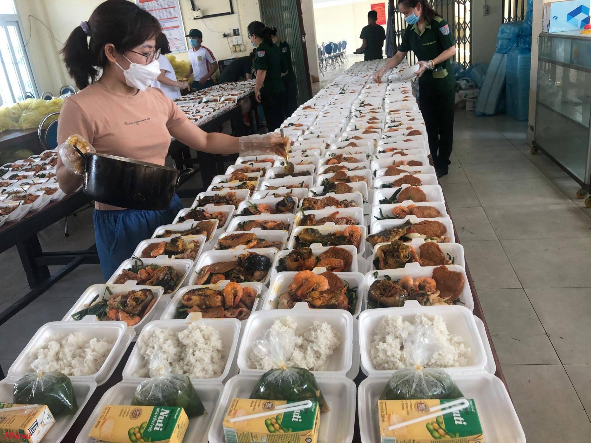 Theo thống kê của Ban chỉ đạo phòng chống COVID-19 Tỉnh Thừa Thiên - Huế tính đến 1/8 16 khu cách ly tập trung với hơn 10.000 chỗ tại tỉnh này vẫn bị quá tải