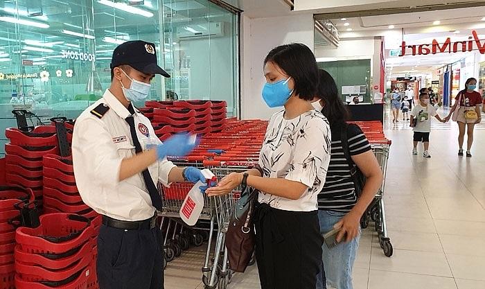 Hệ thống siêu thị, cửa hàng VinMart/VinMart+ vẫn đang thực hiện nghiêm túc công tác phòng, chống dịch