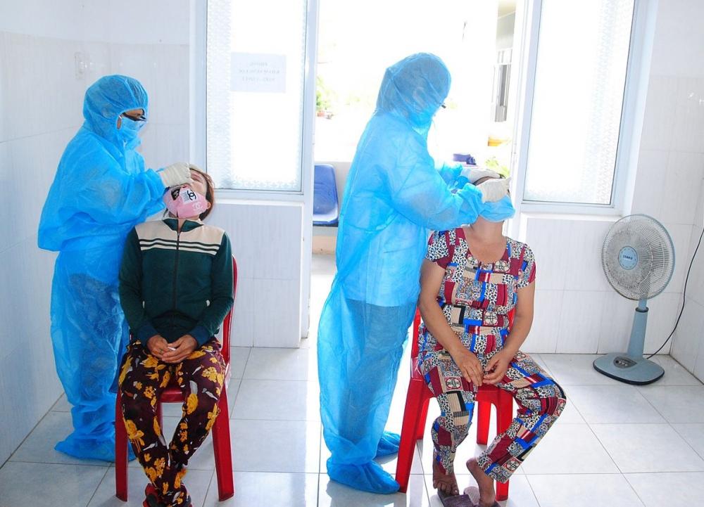 Ngay khi phát hiện ca dương tính với SARS-CoV-2 tại chợ Gò Bồi, ngành Y tế  phối hợp với chính quyền địa phương truy vết, khoanh vùng và test nhanh cho các tiểu thương, người dân khu vực lân cận