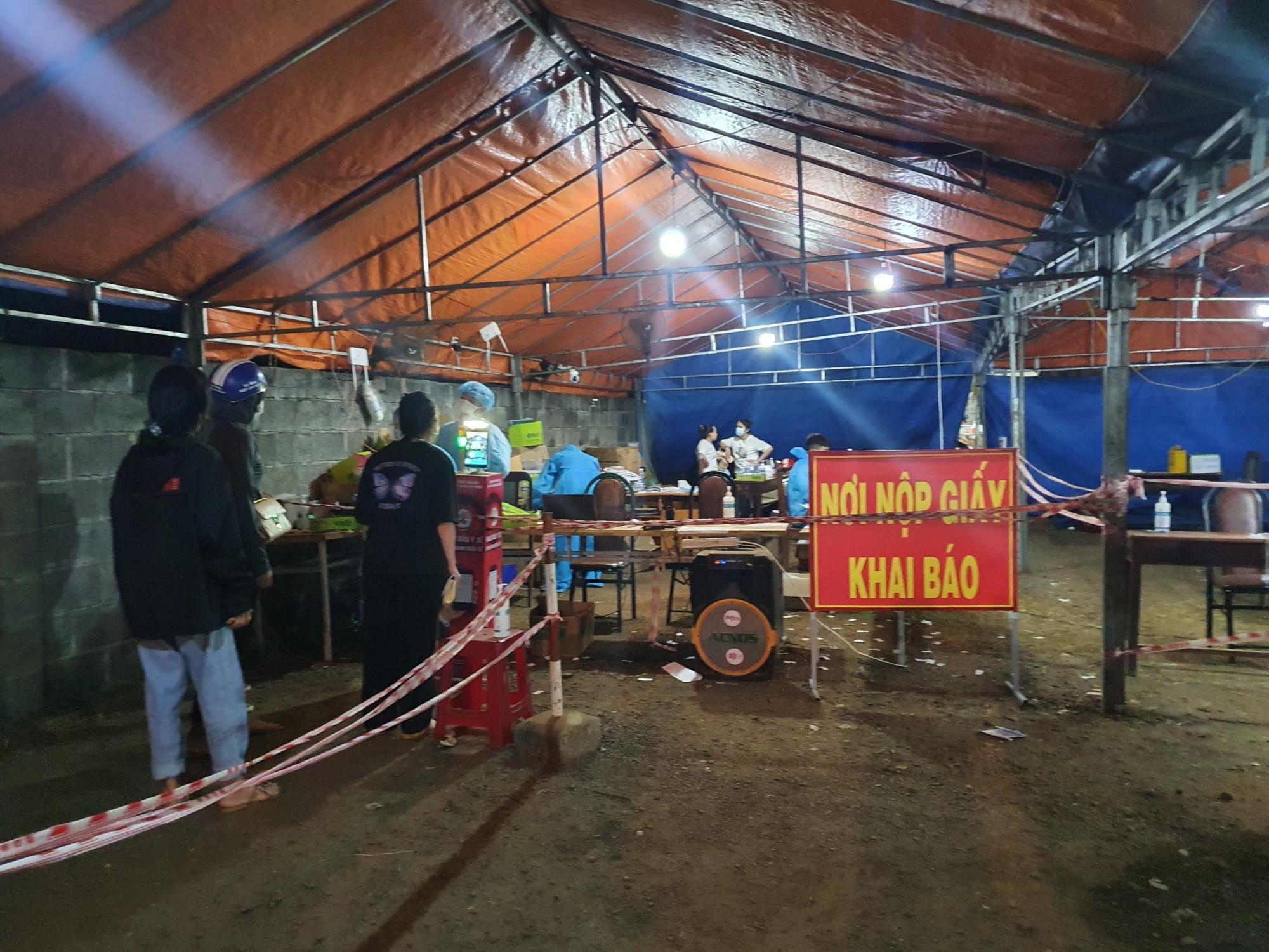 Đắk Lắk ghi nhận 17 trường trở về từ vùng dịch dương tính với SARS-CoV-2.