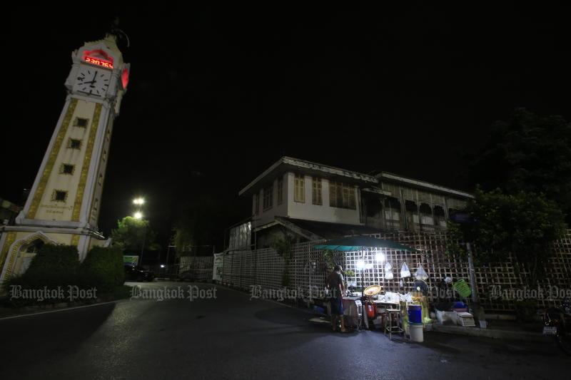 Thái Lan mở rộng lệnh giới nghiêm ban đêm ra 16 tỉnh.