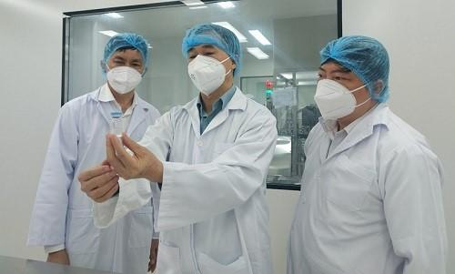 Ngày 2/8, GS. TS. Trần Văn Thuấn - Thứ trưởng Bộ Y tế đã tới làm việc và chủ trì cuộc họp trực tuyến với các nhà khoa học bao gồm lãnh đạo Cục Khoa học – Công nghệ Đào tạo (