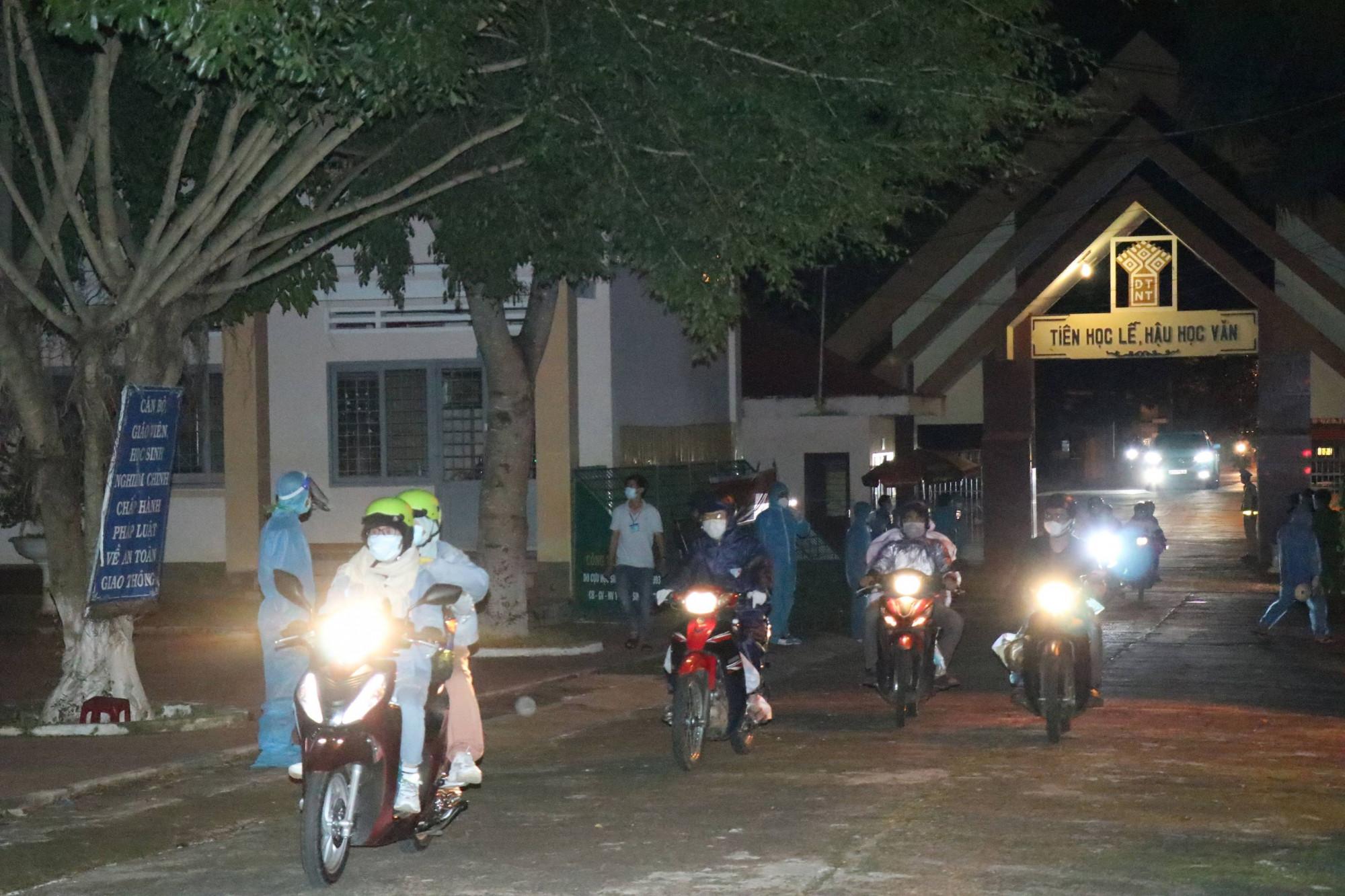 Hàng nghìn người dân từ các tỉnh phía Nam về đến tỉnh Đắk Lắk