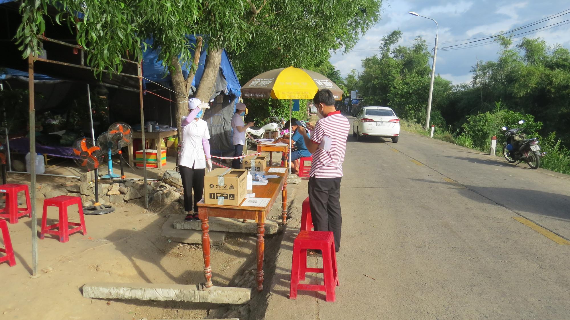 Chốt chặn kiểm dịch COVID-19 huyện miền núi Đồng Xuân (Phú Yên)