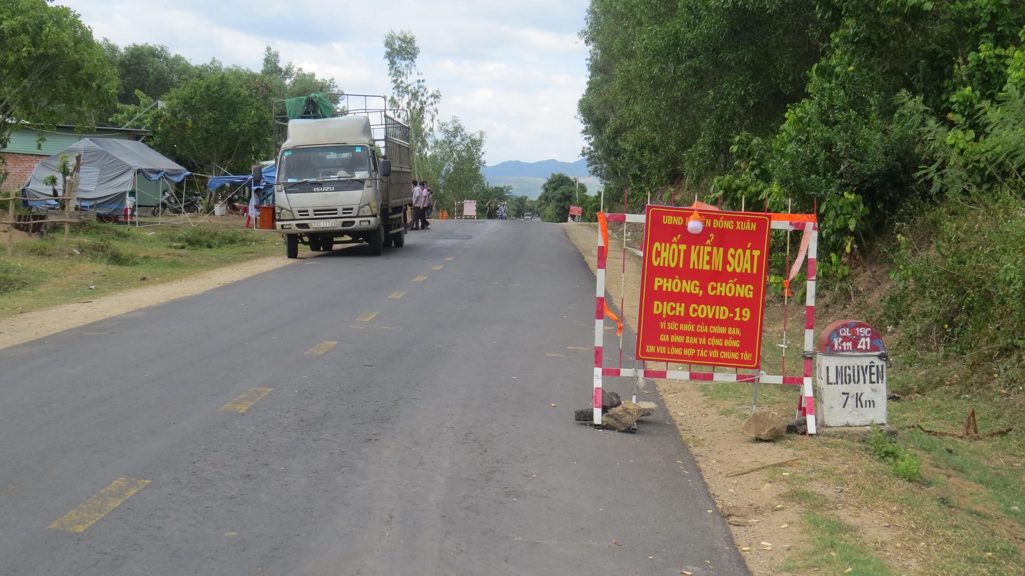 Chốt chặn kiểm dịch COVID-19 trên quốc lộ 19C, khu vực giáp ranh tỉnh Phú Yên, Bình Định