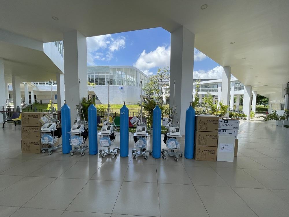 Tập đoàn địa ốc Kim Oanh đã trao tặng 32 máy trợ thở các loại hỗ trợ ngành y tế tỉnh Bình Dương (từ ngày 17/7 đến 2/8/2021) - Ảnh: Đức Liên
