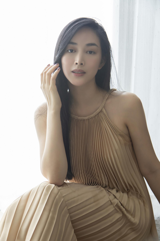 Mai Thanh Hà tô điểm chút son môi