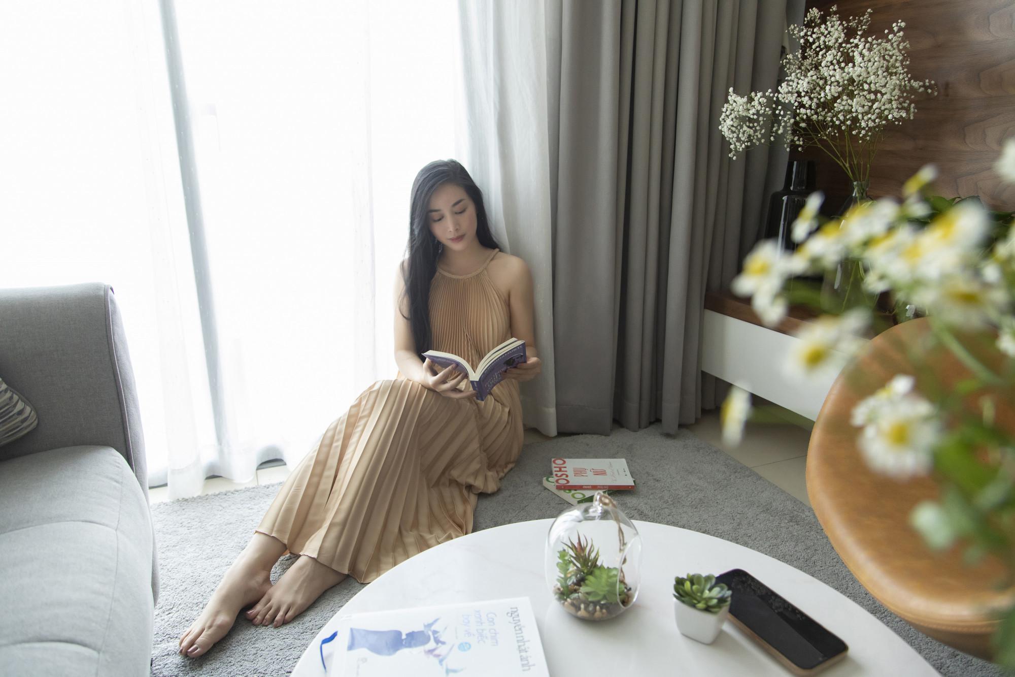Thời gian qua, diễn viên Mai Thanh Hà ở nhà, nghiêm chỉnh chấp hành quy định giãn cách xã hội. Nữ diễn viên có nhiều hoạt động thú vị để mỗi ngày không buồn chán như: đọc sách, nấu ăn, xem phim...