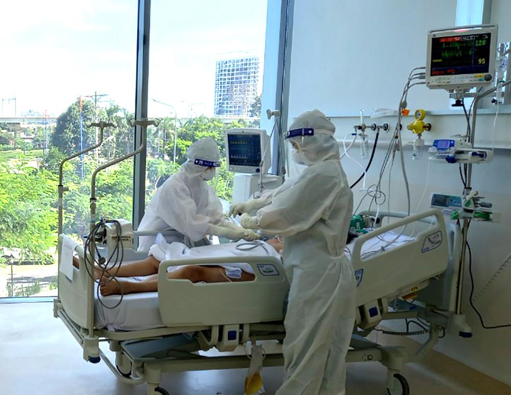 Điều trị cho bệnh nhân nặng COVID-19 tại BV Hồi sức COVID-19 (Thủ Đức, TPHCM)