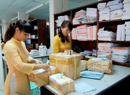 UBND TPHCM cho phép dịch vụ vận chuyển bưu chính được phép hoạt động và di chuyển trên đường từ 18 giờ đến 6 giờ hàng ngày.