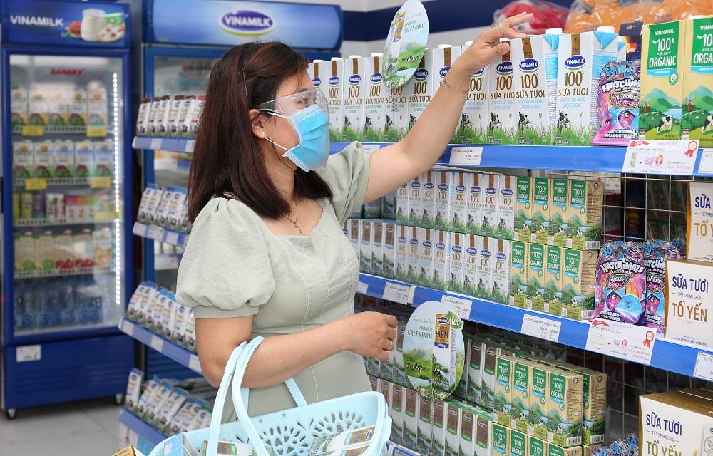 Nhu cầu tiêu dùng về các sản phẩm dinh dưỡng thiết yếu để tăng cường sức khỏe ngày càng tăng trong tình hình dịch bệnh hiện nay - Ảnh: Vinamilk