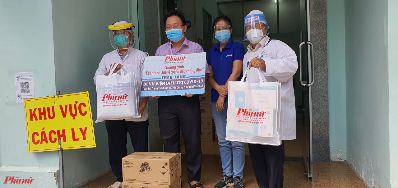 Báo Phụ nữ TPHCM tặng vật tư, thiết bị y tế đến Trung tâm y tế Q.3