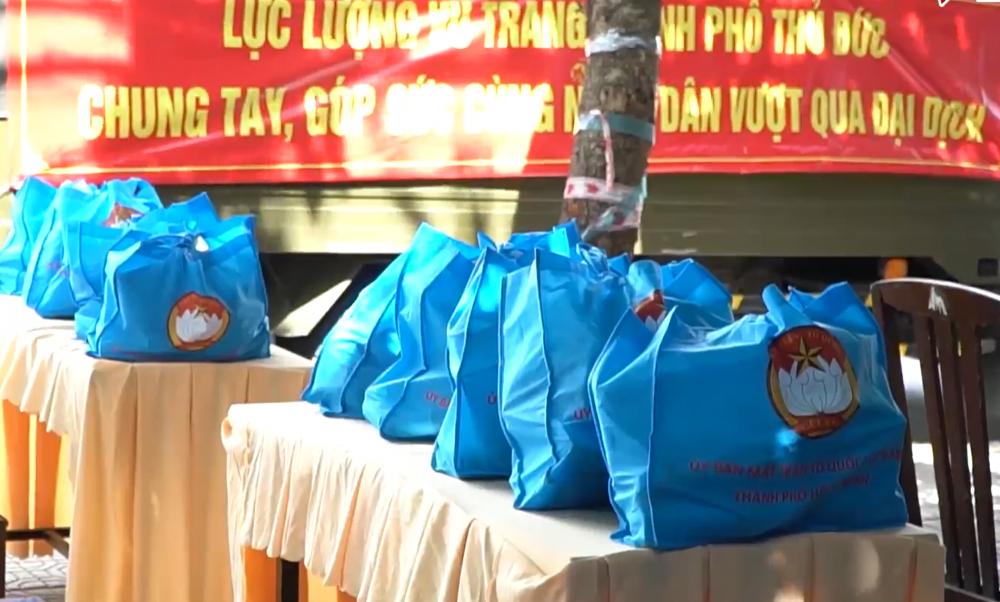 TP triển khai gói hỗ trợ 2.400 túi an sinh xã hội gồm nhu yếu phẩm đủ cho gia đình nhỏ hoặc phòng trọ 4 người dùng trong 1 tuần trong thời gian giãn cách