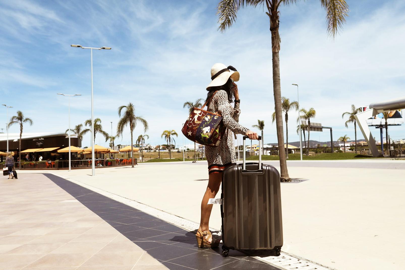 Sau một năm mắc kẹt giữa đại dịch, kỳ nghỉ hè là dịp để các quốc gia tìm kiếm hy vọng vực dậy ngành du lịch - ẢNH: AP