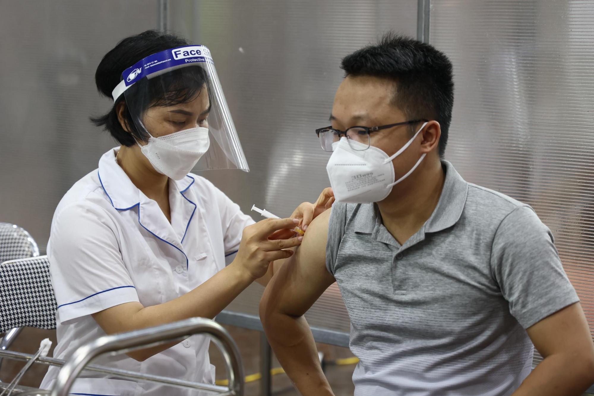 Người tiêm mũi 1 là vắc xin Sinopharm, Pfizer hay Moderna thì mũi 2 phải tiêm cùng loại