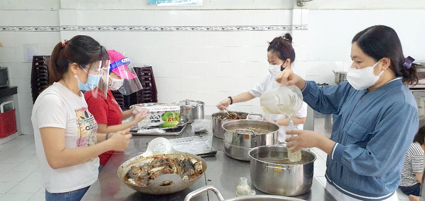 Bếp cơm Nhà văn hóa Phụ nữ TP.HCM