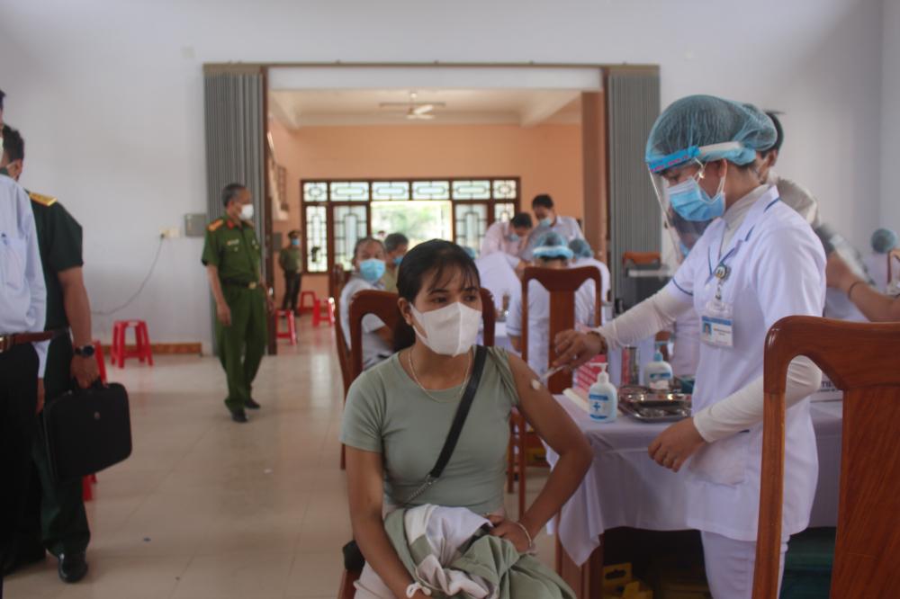 Tỉnh Bình Định đẩy mạnh chiến dịch tiêm vắc xin COVID-19 đợt 3 cho người dân đúng quy định.