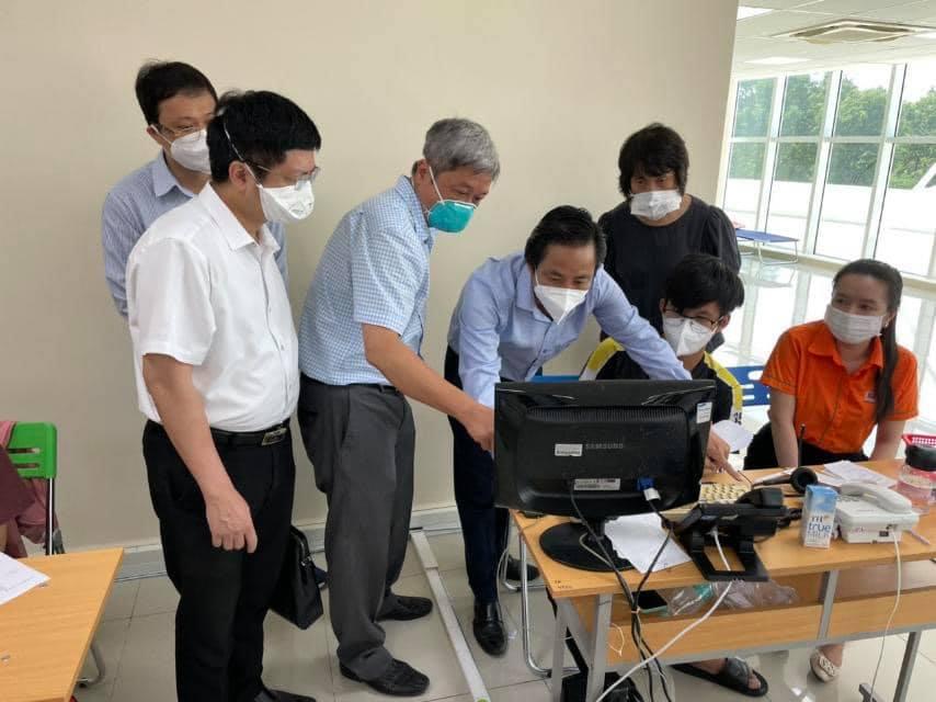 PGS.TS Nguyễn Trường Sơn thăm và kiểm tra tại Trung tâm cấp cứu 115 TP.HCM.