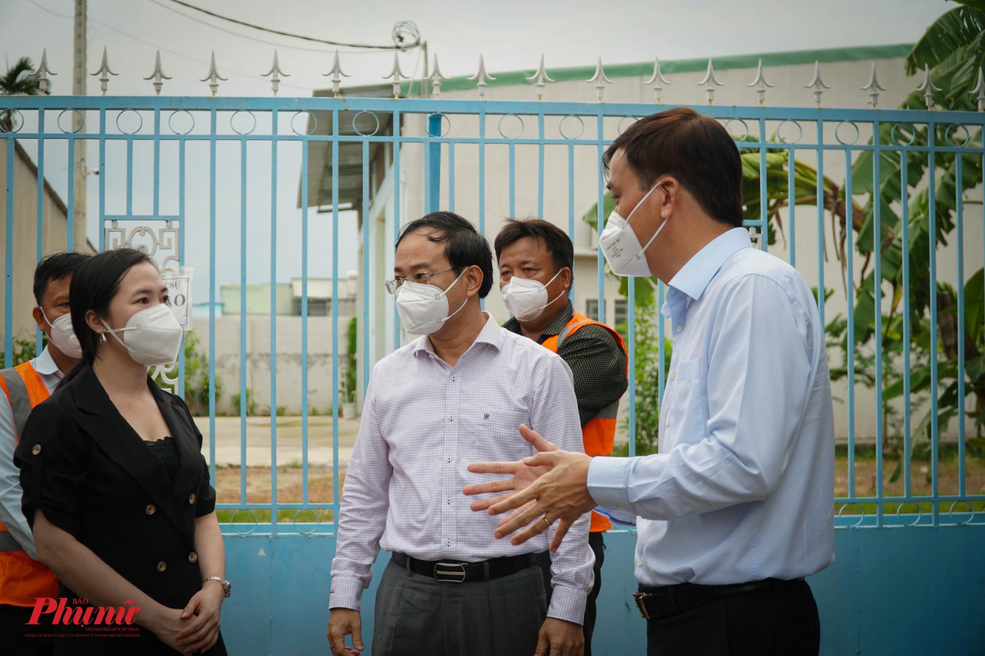 Ông Lê Hòa Bình - PCT UBND TPHCM trao đổi về vấn đề PCCC trong khu lưu trú, khi phải chú ý công tác phòng dịch và công tác PCCC trên địa bàn