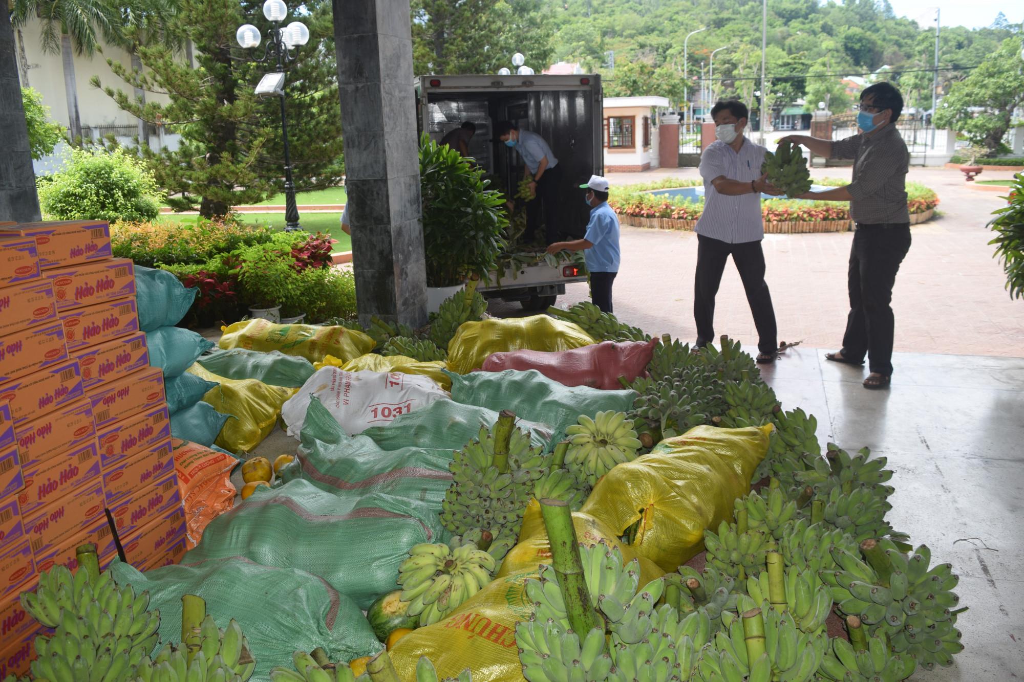 Các công ty, doanh nghiệp thu mua nông sản của nông dân ảnh hưởng dịch bệnh COVID-19