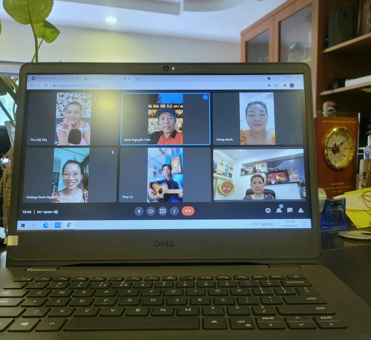 Các nghệ sĩ tập luyện trực tuyến vì dịch COVID-19