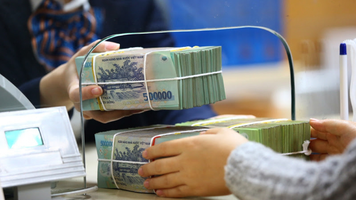 Khách  hàng F0 đang  cách  ly  được  ngân  hàng  hỗ  trợ  rút  tiền  tiết  kiệm  bằng  hình  thức  online
