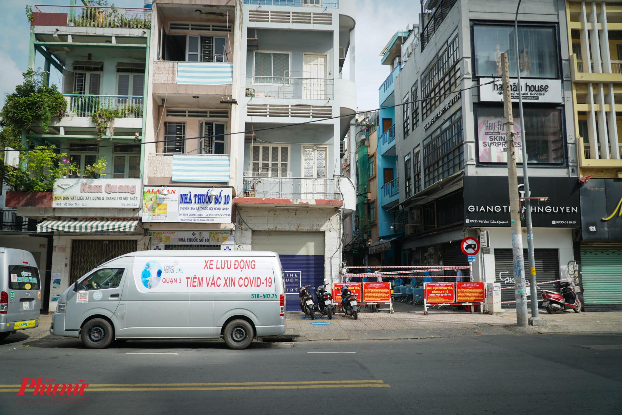 Điểm tiêm chủng lưu động đầu tiên được thực hiện tại hẻm 194 đường Võ Văn Tần, phường 5, Quận 3