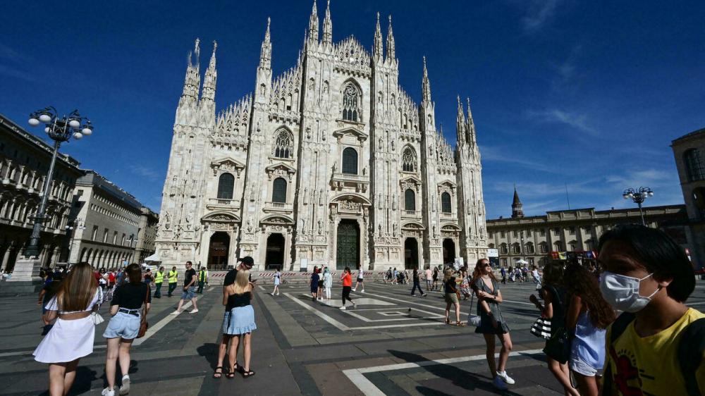 Quảng trường Duomo phía trước Nhà thờ Duomo ở trung tâm Milan (Ý). Ảnh chụp ngày 5/8 - Ảnh: AFP