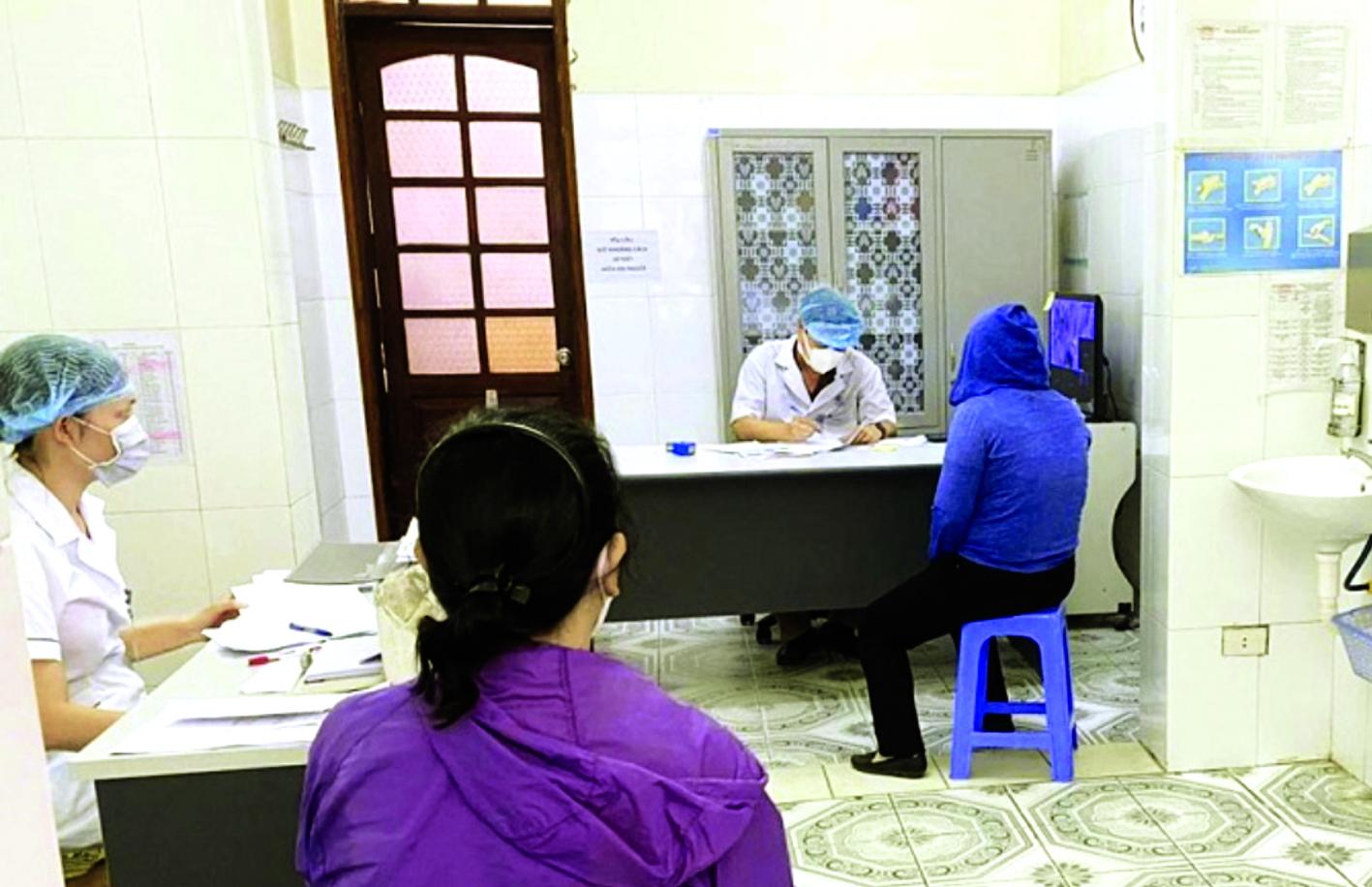 Một số trường hợp có dấu hiệu rối loạn tâm thần đến khám tại Bệnh viện Tâm thần Hà Nội