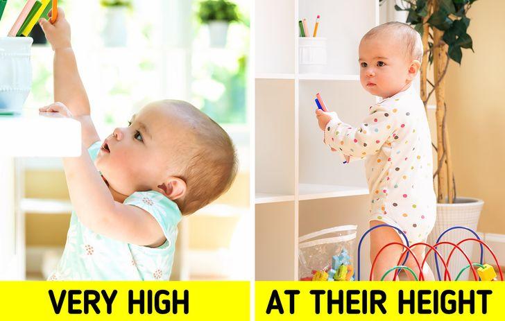 Để một đứa trẻ thực sự thích căn phòng của mình, điều quan trọng là nó phải được thiết kế sao cho thoải mái, không chỉ cho bạn mà đặc biệt là cho chúng. Đứa trẻ phải có thể di chuyển xung quanh phòng một cách dễ dàng. Theo phương pháp Montessori , khuyến khích sự sáng tạo và độc lập của trẻ, lý tưởng nhất là đồ chơi và sách của trẻ luôn trong tầm với của trẻ, tức là cho đến khi trẻ 6 tuổi, gần bằng với mặt sàn để trẻ có thể dễ dàng lấy được.