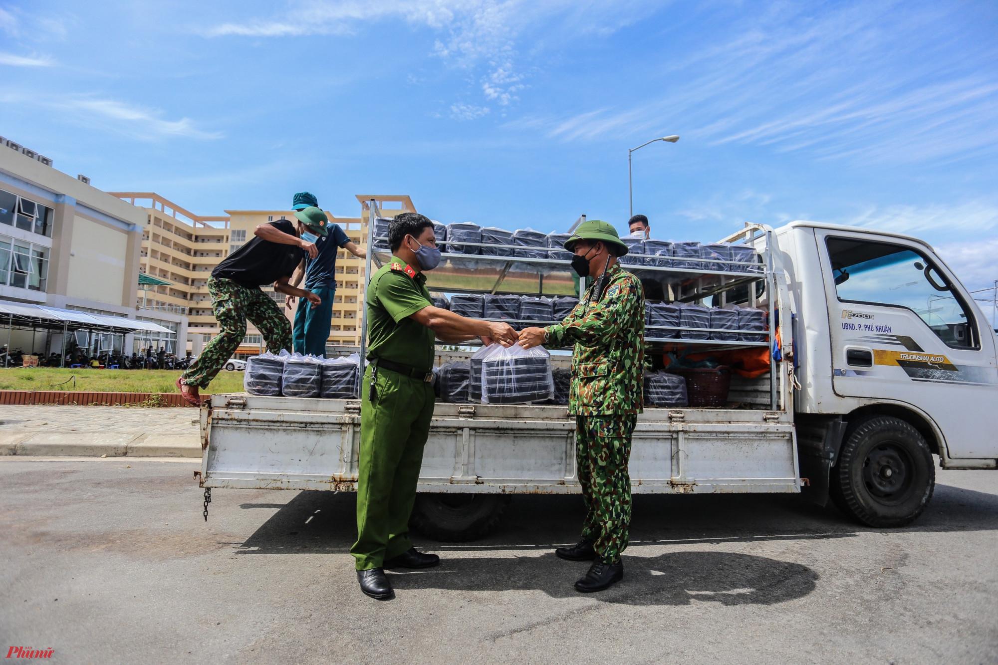 Tính đến nay tỉnh Thừa Thiên - Huế hiện còn 13.127 công dân trở về từ vùng dịch ở các tỉnh phía Nam hiện đang thực hiện tại Khung cách ly tập trung của tỉnh Thừa Thiên - Huế. Tất cả bà con đã được các cơ quan đoàn thể và chính quyền địa phươn hỗ trợ suất ăn miễn phí trong quá trình thực hiện cách ly tại địa phương