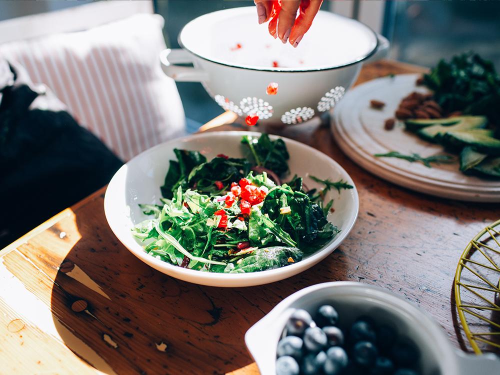 Ăn tỏi, cà chua bổ sung collagen cho da