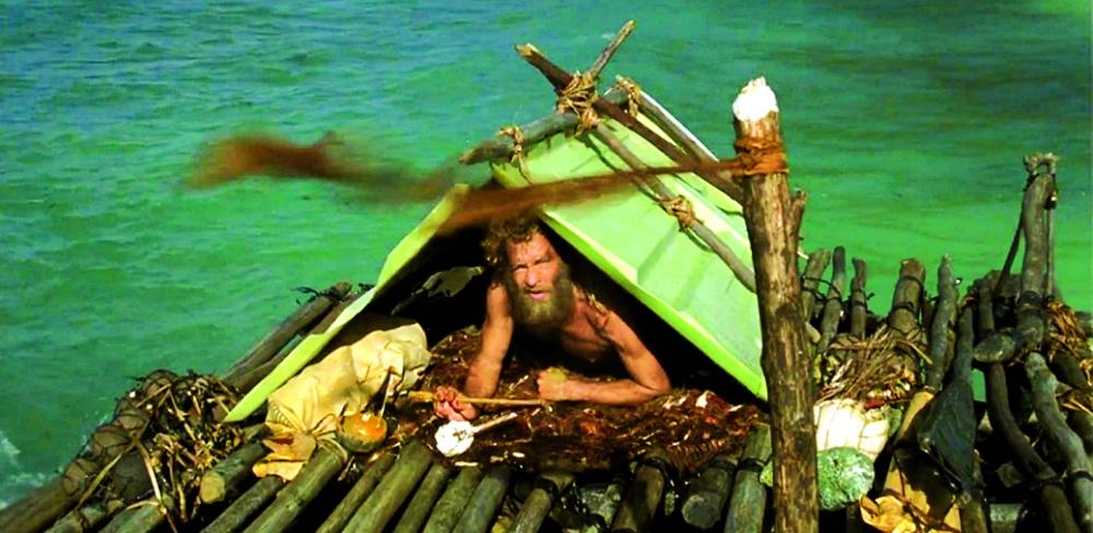 Khi bị trôi dạt lên hoang đảo, Chuck Noland lục tìm những gói đồ và vài thứ còn sót lại trên máy bay cùng trôi dạt vào đảo với mình, từ đó có được vài món đồ giúp ông sống sót (chiếc đèn pin, đôi giày trượt băng…). Trong hàng chục hộp đồ được mở ra để tìm kiếm đồ dùng, ông giữ lại một hộp còn tương đối nguyên vẹn và quyết định sẽ đem trao tận tay người được gửi nếu có ngày ông sống sót trở về.