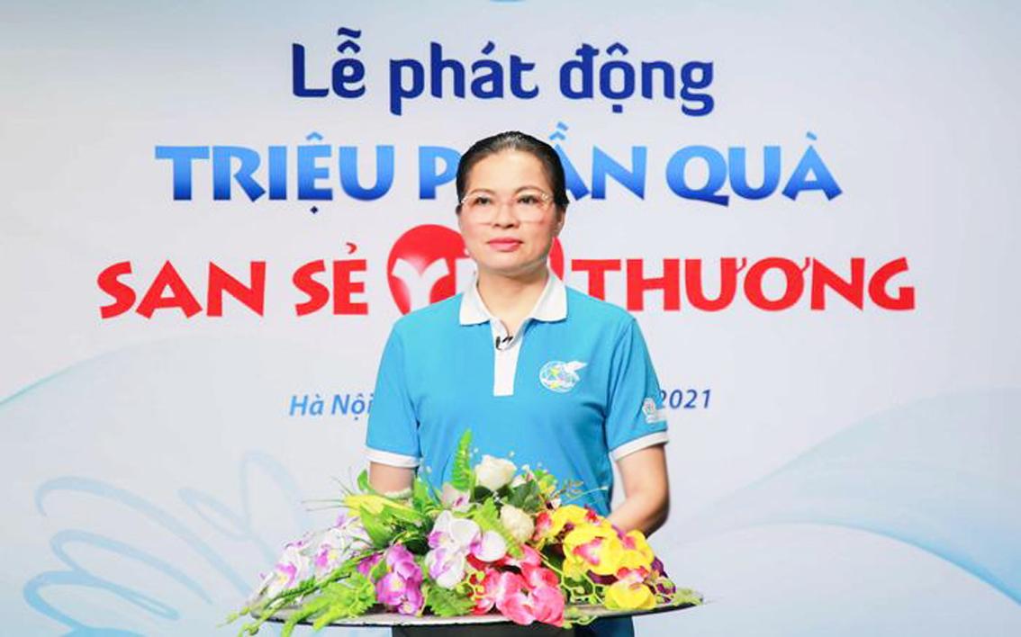 Bà Hà Thị Nga - Chủ tịch Hội LHPN Việt Nam - phát động chương trình