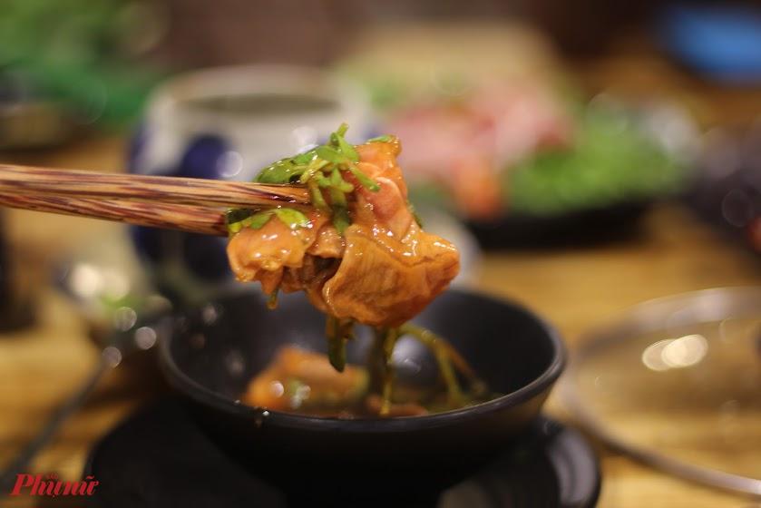 Với Phong, bò nhúng ớt từng là món ăn ngon nhất quả đất.