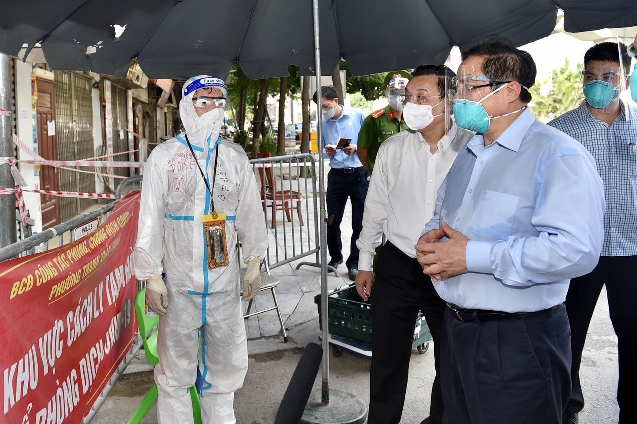 Thủ tướng Chính phủ Phạm Minh Chính kiểm tra công tác phòng chống dịch tại phường Thanh Xuân Trung.
