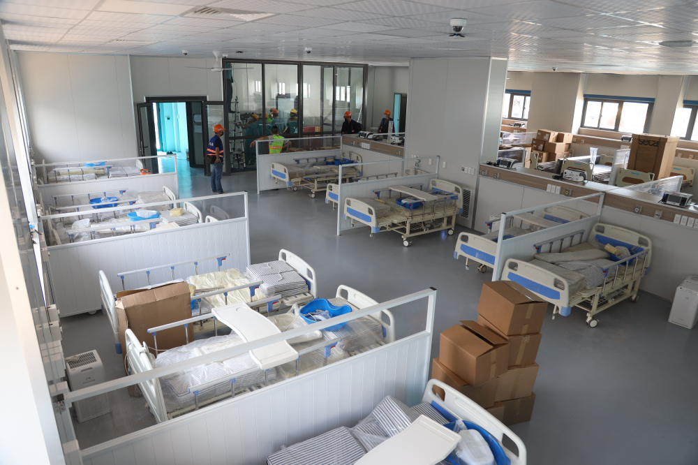 Bộ Y tế đã giao BV Đại học Y Hà Nội thiết lập và đưa vào vận hành Bệnh viện điều trị người bệnh COVID-19 quy mô 500 giường ở quận Hoàng Mai (TP Hà Nội).