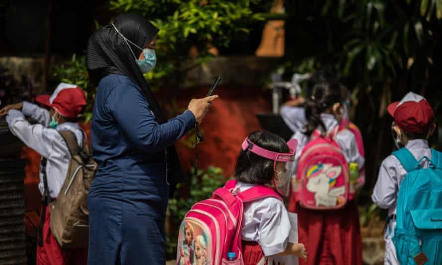 Trường học trực diện đã bắt đầu ở Jakarta, Indonesia, với các quy trình nghiêm ngặt về sức khỏe