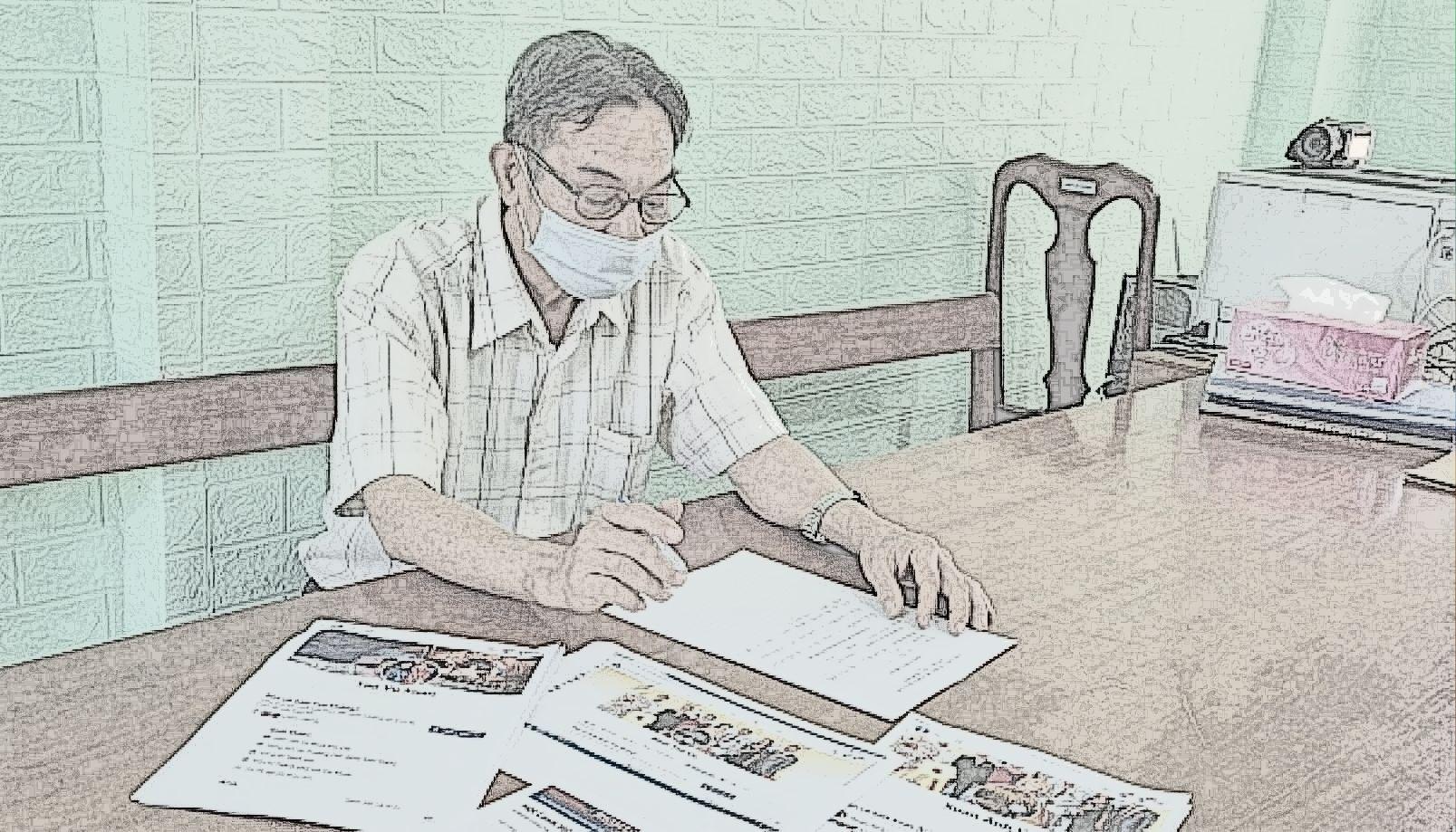 Người đàn ông 63 tuổi cùng hình ảnh chụp các bài viết, chia sẻ sai sự thật