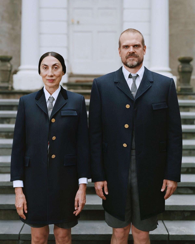 Người mẫu gốc Việt - Ánh Dương (trái) cùng diễn viên David Harbour tham gia chiến dịch Welcome Home do nghệ sĩ Tina Barney thực hiện