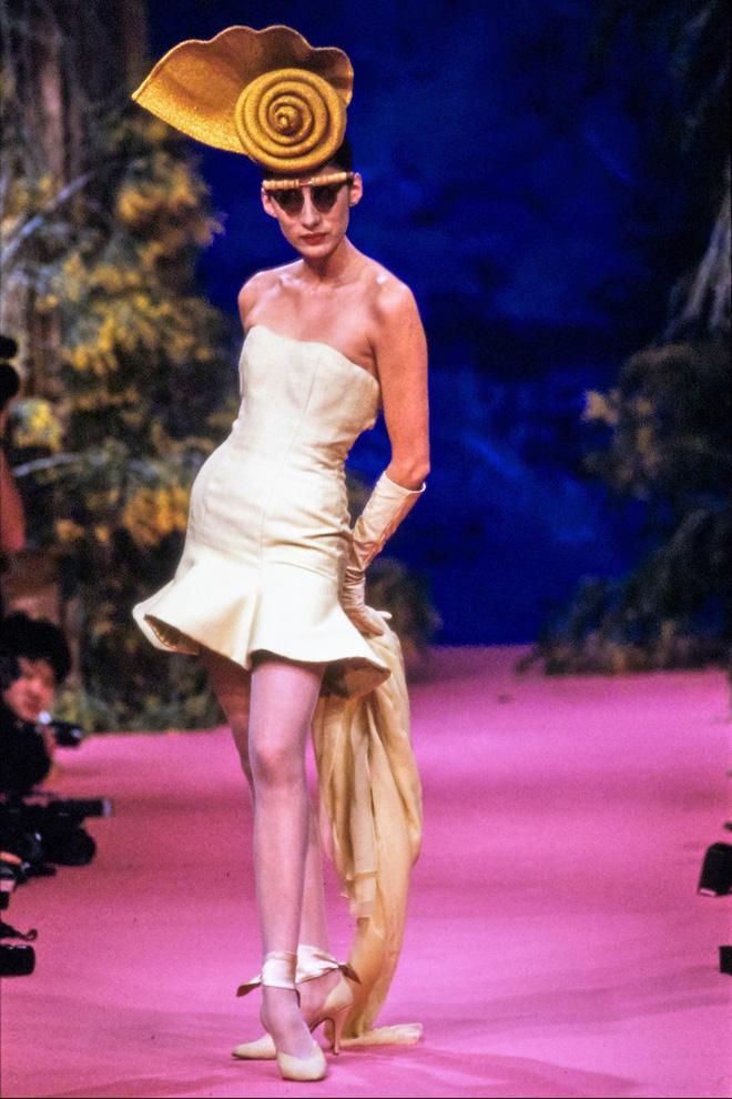 Năm 1988, trong show diễn của Christian Lacroix, bà được trình diễn 3 thiết kế. Đây cũng là năm đầu tiên bà chuyển sang New York làm việc.