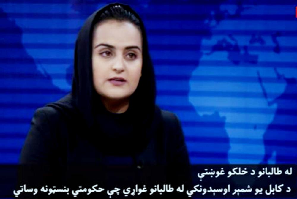 Nữ nhà báo Beheshta Arghand, kênh truyền hình tin tức TOLO của Afghanistan, đã bỏ trốn khỏi đất nước sau cuộc phỏng vấn truyền hình lịch sử với một quan chức cấp cao kiêm phát ngôn viên Taliban - Ảnh: CNN/Getty Images