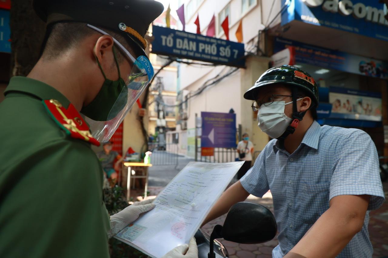 Công an Hà Nội dự kiến cấp giấy đi đường cho 6 nhóm đối tượng.