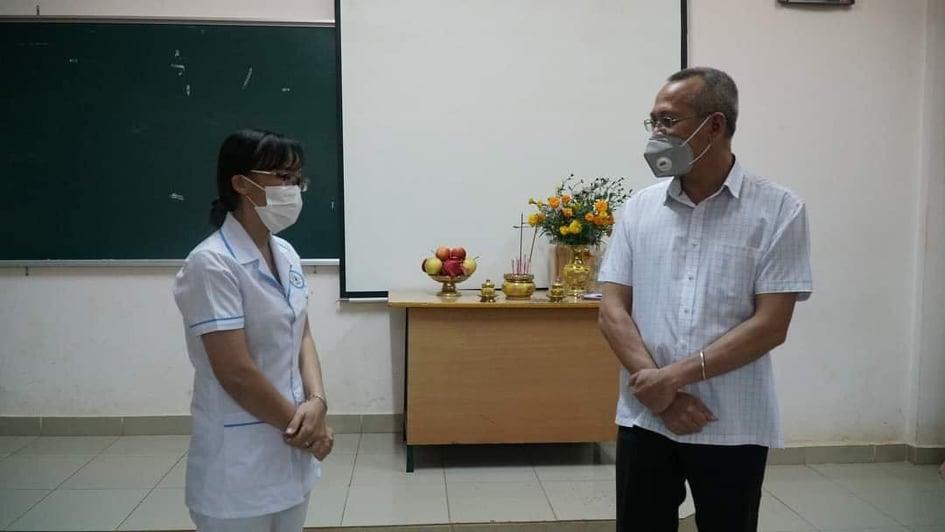 Lãnh đạo Sở Y tế Đắk Lắk đến động viên, chia buồn cùng chị Hương