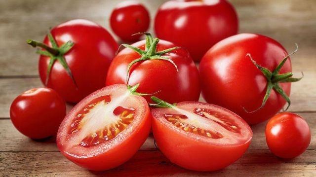 Dưỡng da tay trắng hồng, mềm mại bằng khoai tây, cà chua