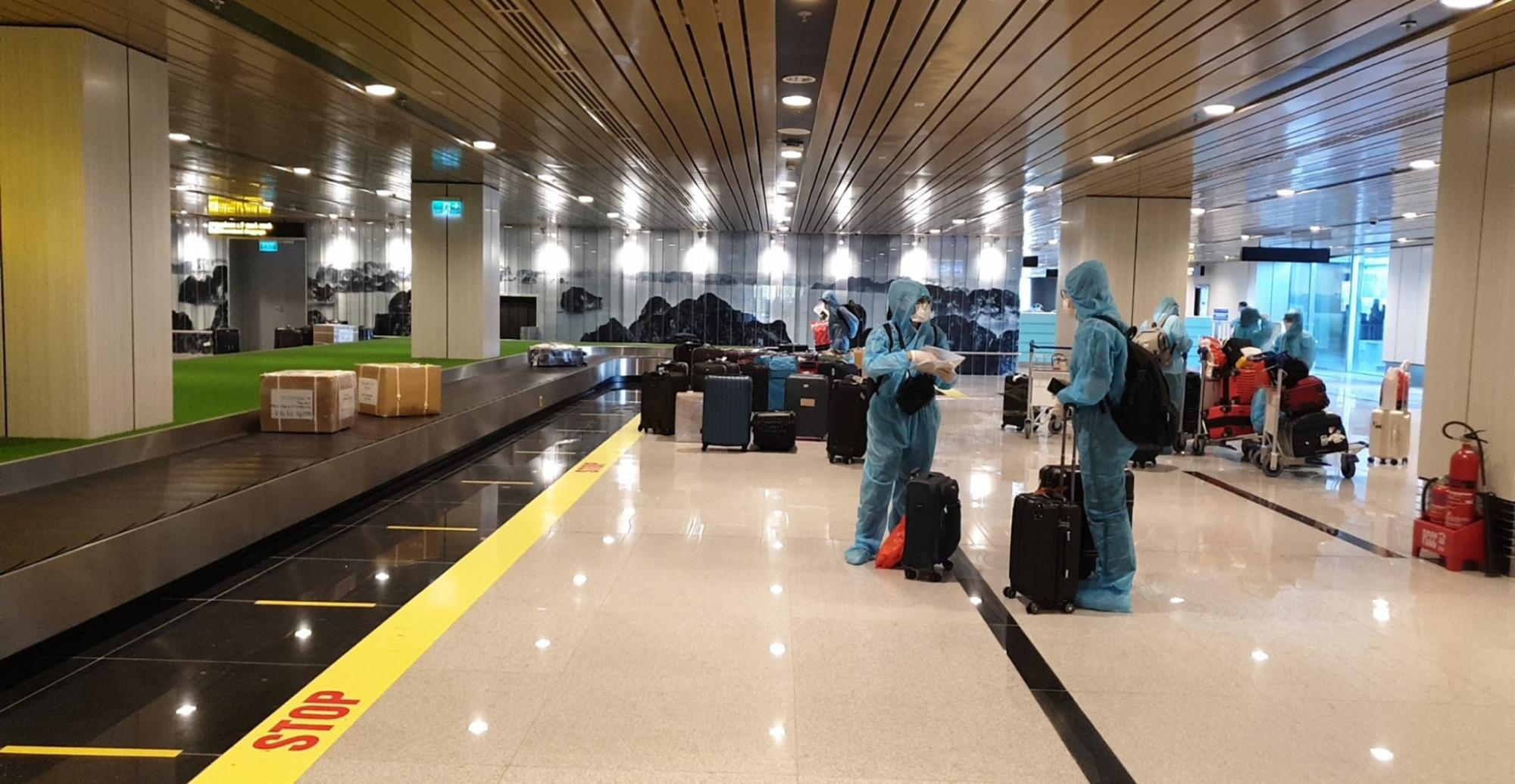 Quy trình đón khách nhập cảnh tại sân bay Vân Đồn tuân thủ các quy chuẩn phòng dịch tuyệt đối an toàn