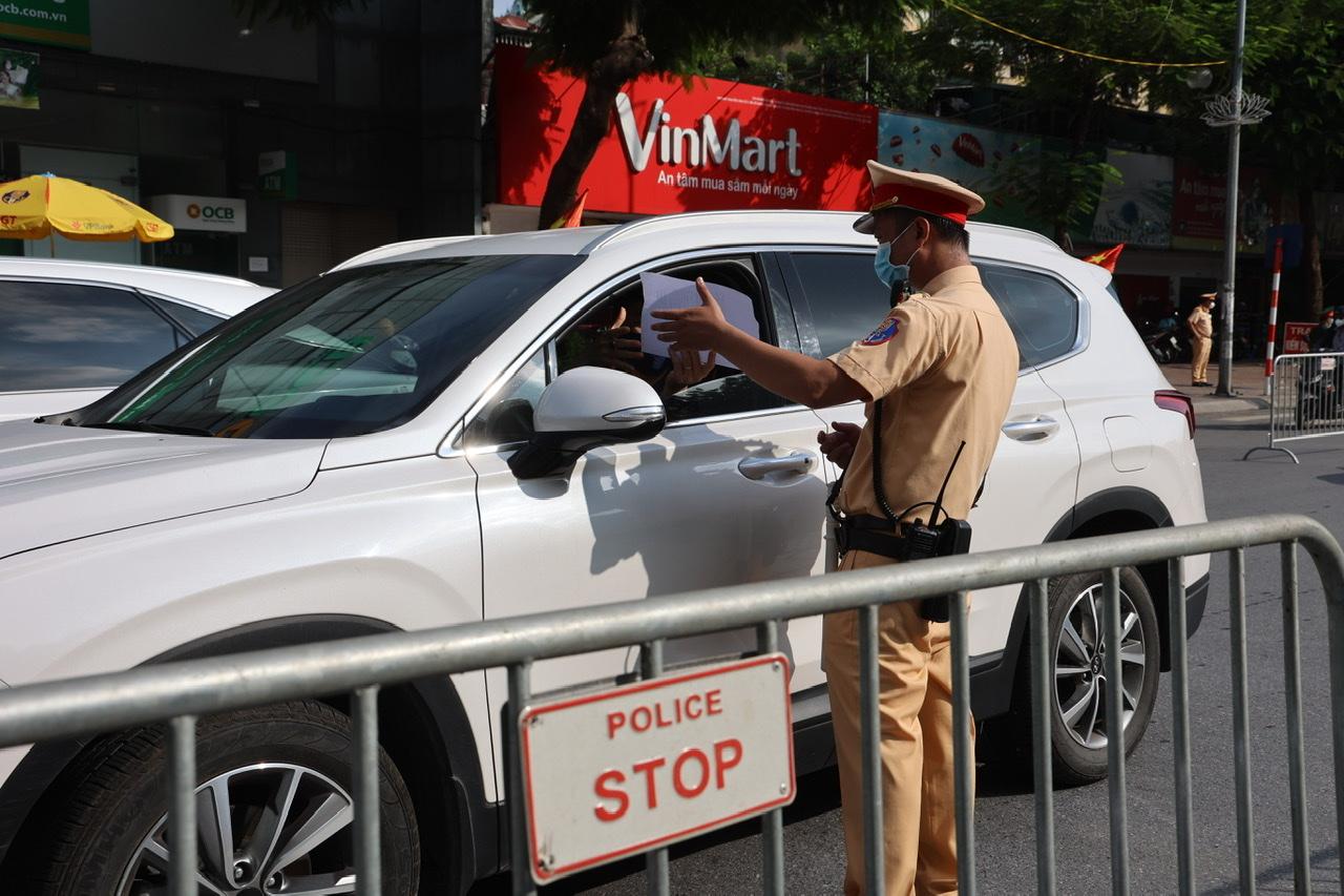 Công dân Hà Nội đã đóng góp hàng nghìn ý kiến cho UBND TP để kiểm soát tình trạng ra đường của người dân.
