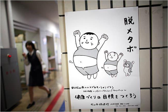 Một tấm poster khuyến khích người dân Nhật Bản đánh bay mỡ thừa trên cơ thể - Ảnh: Ko Sasaki/NYT