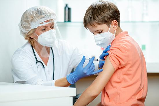 Trẻ em đang là đối tượng được nhiều nước quan tâm khi ca nhiễm ở trẻ ngày một tăng